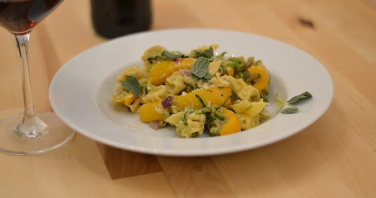 Pilzgefüllte Fiorelli mit Paprika, Zucchini, Oregano und Parmesan