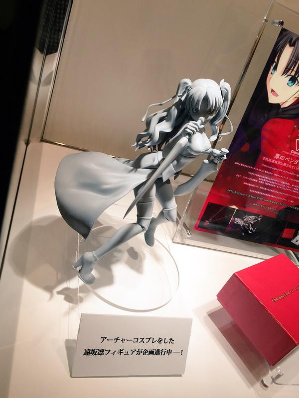 [LOOT] Fate/ Stay Night's Rin Tohsaka cosplays Archer in a new figure