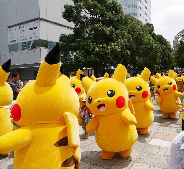 [RANDOM] Dancing Pikachus have once again taken over Yokohama