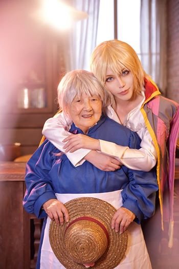 [COSPLAY] Grandmother joins her cosplayer granddaughter for one amazing Howl's Moving Castle cosplay
