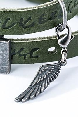 levi-bracelet-close-up