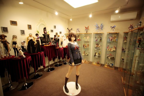 Life-size Megumi statue from Saekano: How to Raise a Boring Girl Friend finds a new home