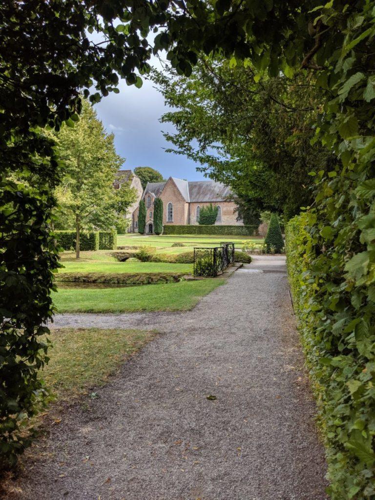 Une église dans les Jardins d'Annevoie