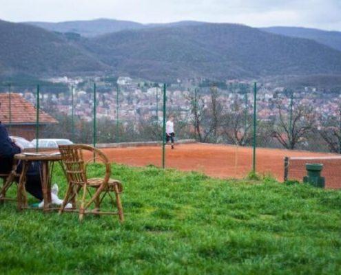 Smeštaj Lapčević Sokobanja sa bazenom i teniskim terenima