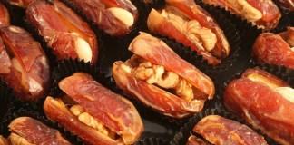 Десерт из фиников и грецких орехов