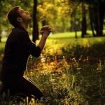 В какой позе молиться?