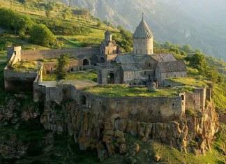 Обычно храмы строят на холмах