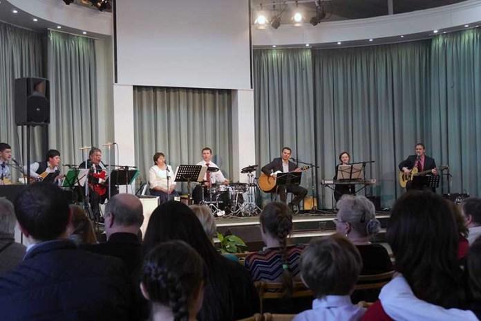 На День Матери жительниц Гольяново пригласили в церковь
