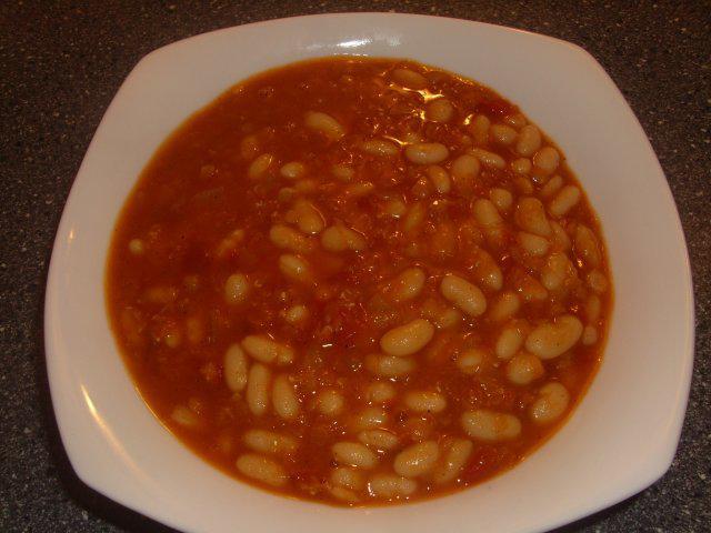 Суп из фасоли с томатом