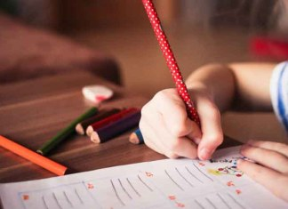 Христианские семьи Австралии начали переходить на домашнее обучение детей