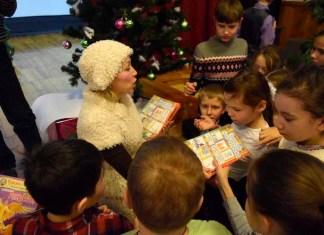 В Йошкар-Оле прошла рождественская программа «Сто улыбок для Кудряшки»