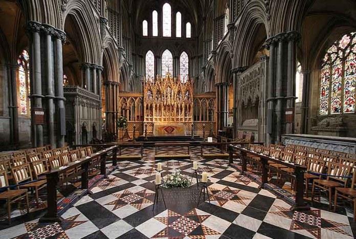 Менее половины христиан Британии верят в смерть Иисуса на кресте за грехи людей