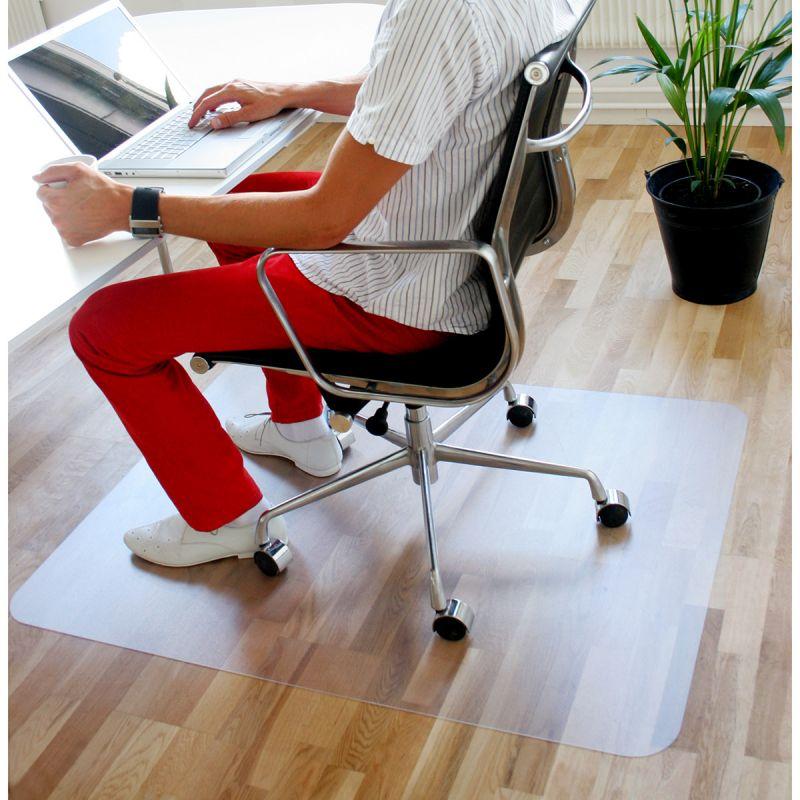 tapis de protection pour parquet tapis protege sol maison bureau
