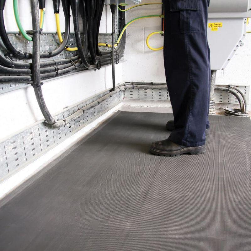 tapis isolant electrique antiderapant isolant surfaces et sols