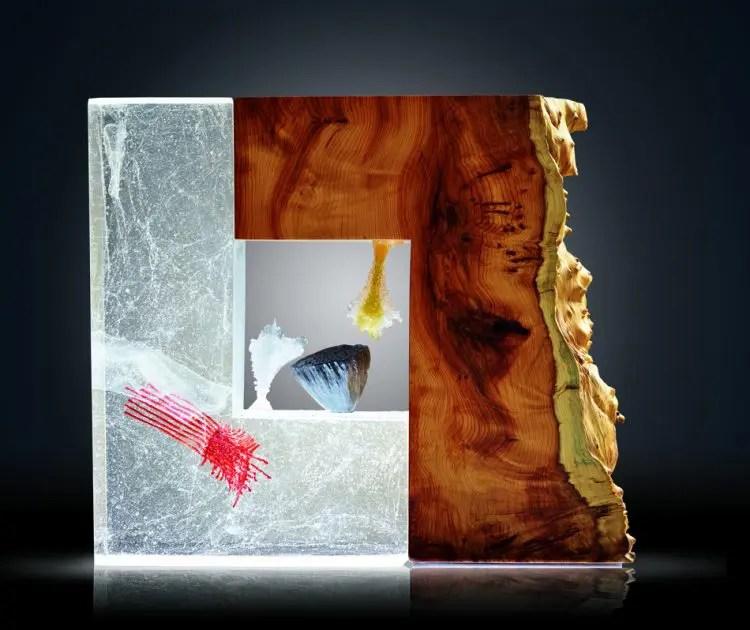 sculpture en bois et verre moulé et poli avec des fleurs en pate de verre par Sophie et Guillaume Le Penher