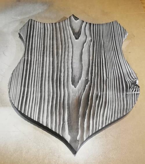 écusson en yakisugi décoratif (bois brûlé, brossé et argenté)