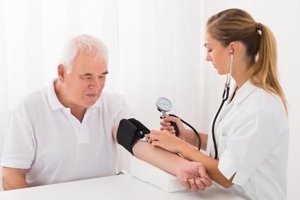 ¿Escalar dosis o agregar nuevas medicaciones en pacientes con hipertensión arterial?