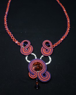 Collier en soutache mauve et rouge