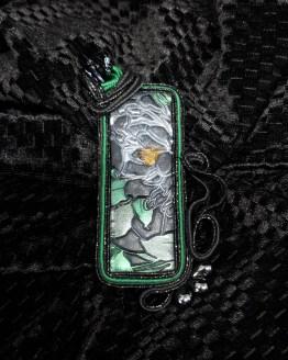 Solal Bijoux Haute Fantaisie bijou nomade avec cabochon rectangulaire Simona Rotaris noir et vert