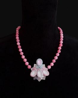 Solal Bijoux Haute Fantaisie collier aimanté de perles en jade rose et bijou nomade pastel vert et rose