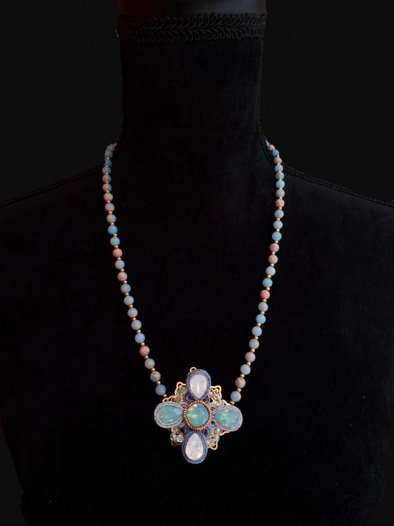 Solal Bijoux Haute Fantaisie collier aimanté de perles en jaspe bleu et bijou nomade bleu et or