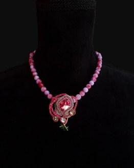 Solal Bijoux Haute Fantaisie collier aimanté de perles en jade lilas et rouge et bijou nomade rose et vert