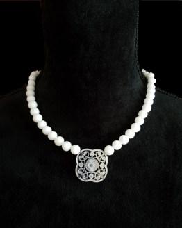 Solal Bijoux Haute Fantaisie collier aimanté de perles en jade blanc