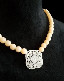 Solal Bijoux Haute Fantaisie collier aimanté de perles en jade saumon pâle