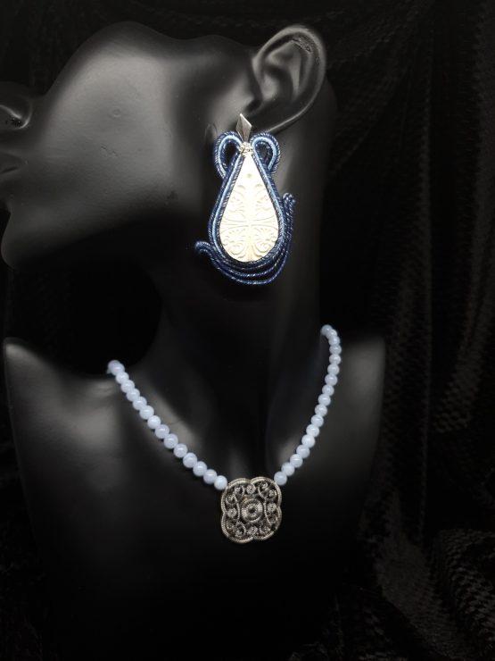 Solal Bijoux Haute Fantaisie boucles d'oreilles blanches et bleu avec collier de perles en d'agate bleu pâle
