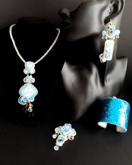 Bijou nomade bleu blanc et doré Solal Bijoux Haute Fantaisie