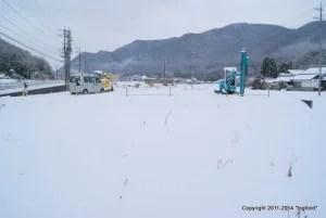 雪に埋まった太陽光発電用地