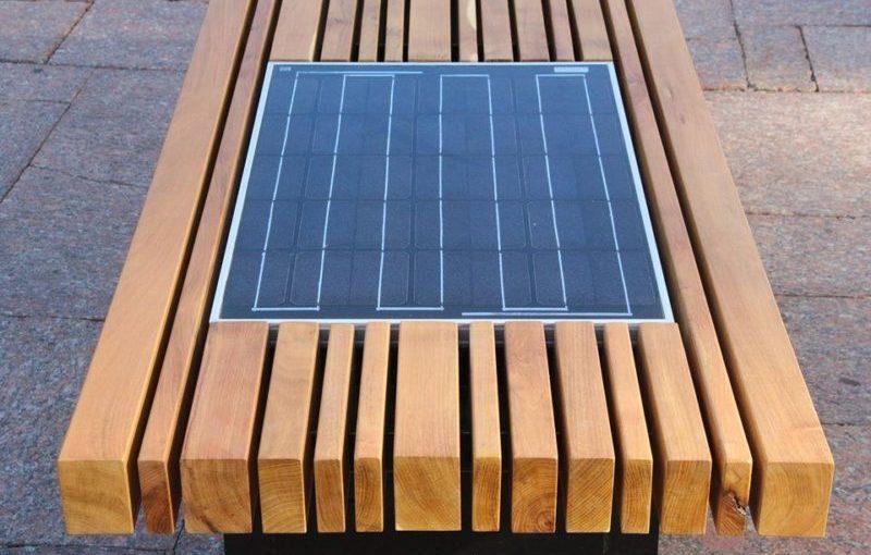 В Чернигове установили 10 лавочек с солнечными батареями