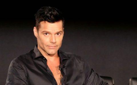 Ricky Martin escandaliza con escena de sexo gay