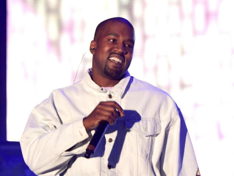 Kanye West se rompe en llanto por su familia en el estreno de su nuevo disco, «Donda»