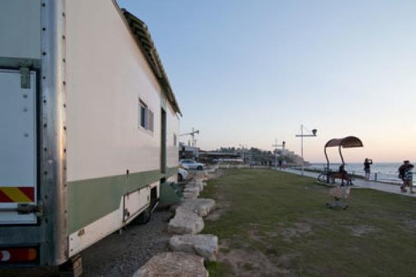 box-truck-to-solar-mobile-cabin-0010