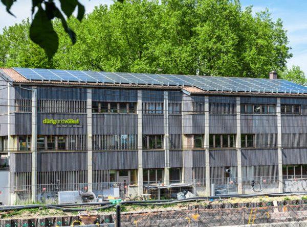 Solaranlage von Solarify auf Dach einer Schreinerei in Bern