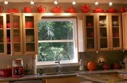 Colorful Kitchen w/Rainglass Cabinets