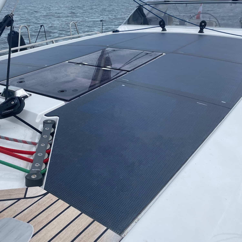 Solbian Solar Sunbeam 46.1 Segelyacht Deck Sprayhood Solaranlage begehbar