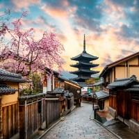 Kyoto, la rue traditionnelle Sannen-zaka, la pagode Yasaka..