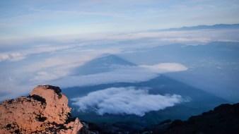 L'ombre du volcan sur le versant Ouest..
