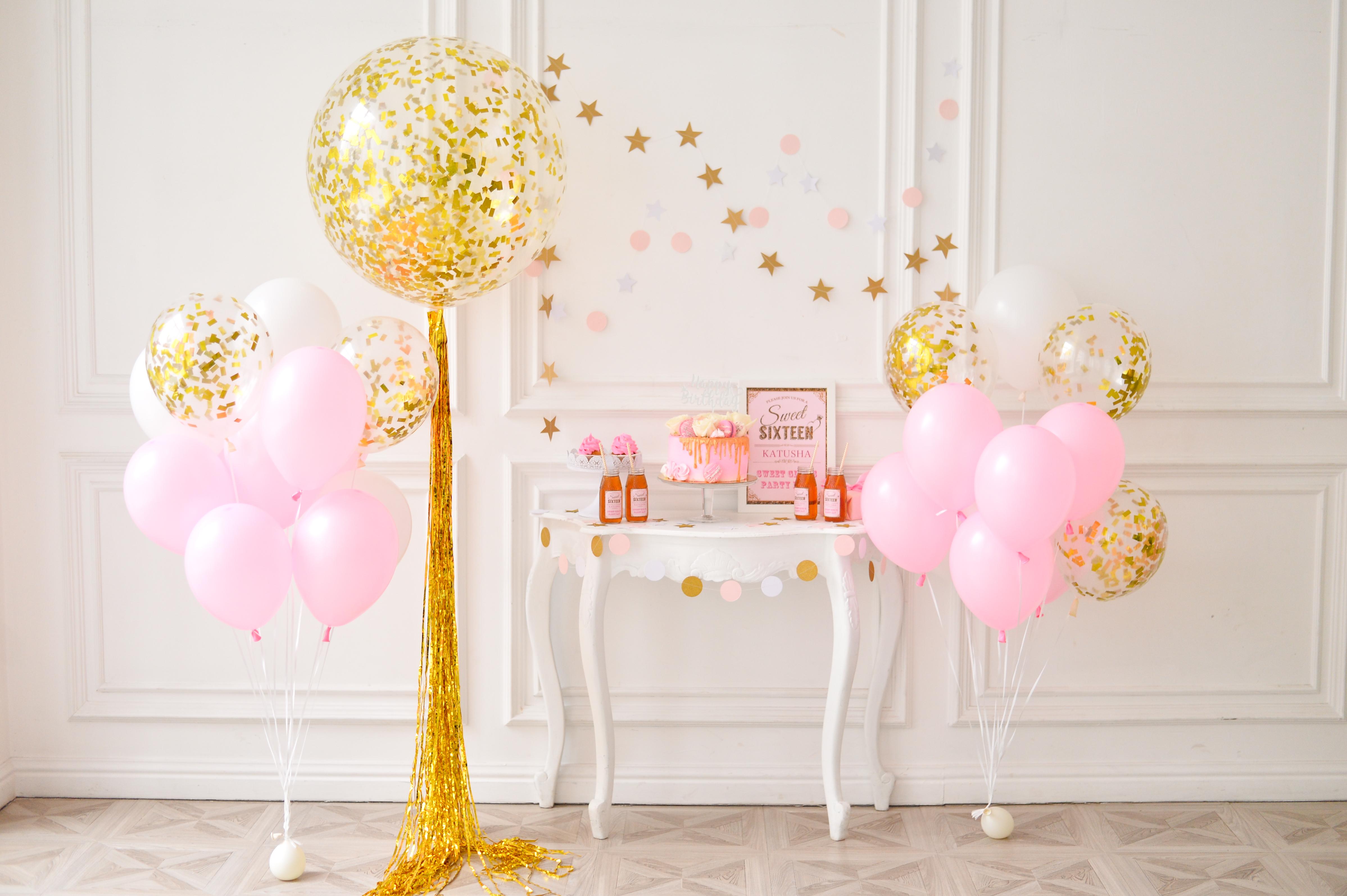 giant latex balloon decoration