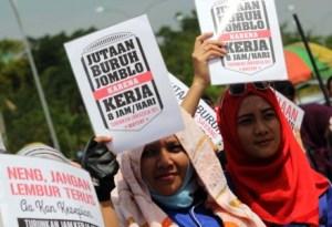 Jutaan Buruh Jomblo karena 8 Jam Kerja