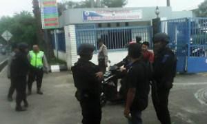 Tolak Kerja Kontrak, Buruh Ditangkap Brimob