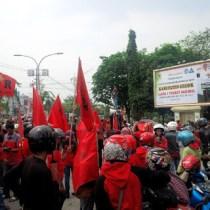 Bupati Gresik Berjanji Usulkan Pencabutan PP Pengupahan