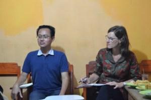 Buruh Bekasi Berdikusi dengan Profesor Amerika