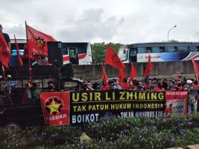 Protes PHK Massal, Buruh AICE Datangi Kantor Pusat