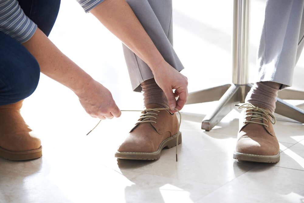 Postupy, ktoré pomôžu pri obliekaní seniora