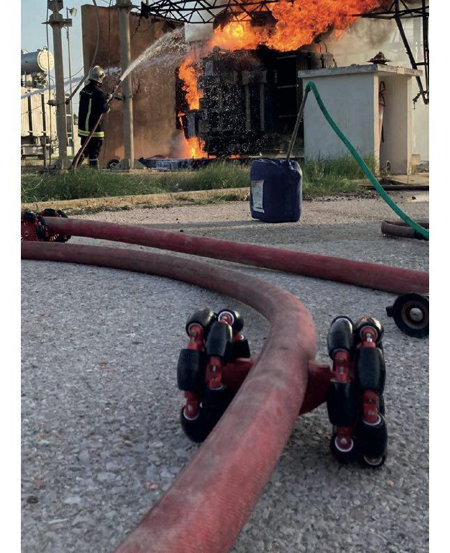 dispositif des pompiers pour combattre le feu