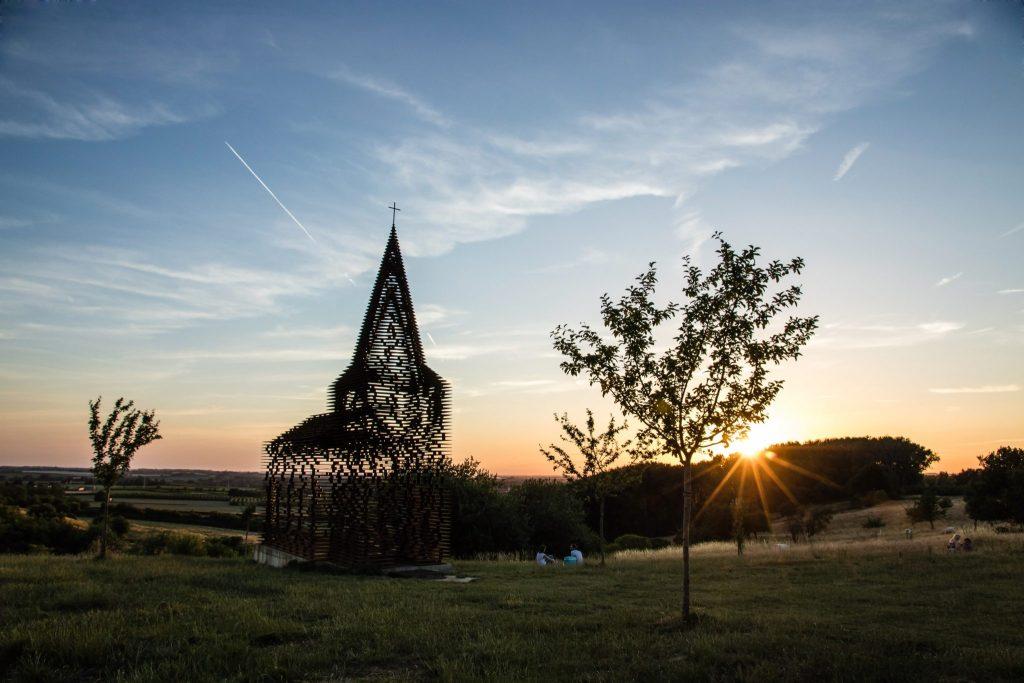 Doorkijkkerk Borgloon, architectuur, Limburg, landschap
