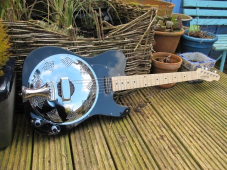 """An all black Sollophonic with a Hot-Railpickup and a chicken-foot cover-plate. New owner says """"Wow, she's just arrived and she's beautiful :-) Great packaging too. The workmanship is just awesome, what a great job."""""""
